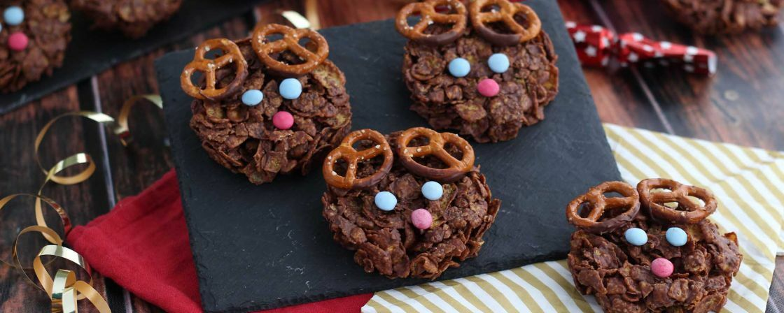 Make these easy crunchy reindeers!