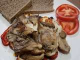 Recipe Recipe: oyster mushrooms with red peppers and haloumi cheese