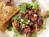 Sweet fig and goats cheese salad