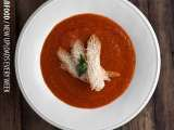 Recipe Cream of tomato soup with a slice of warm bread and pecorino cheese |
