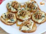 Recipe Roquefort, walnut and honey toasts