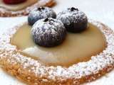 Recipe Fresh berry and custard tartlets