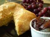 Recipe Vegan baked brie en croute (in puff pastry) with vegan red wine onion jam