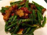 Recipe Stir fried crispy pork with red curry paste