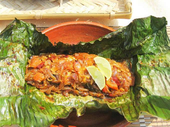 Meen pollichathu - fish grilled in banana leaves