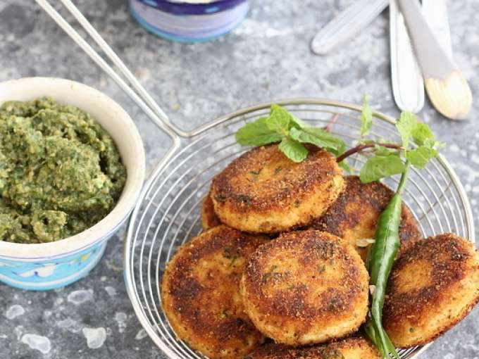 Dahi ke kebab (yogurt patties)