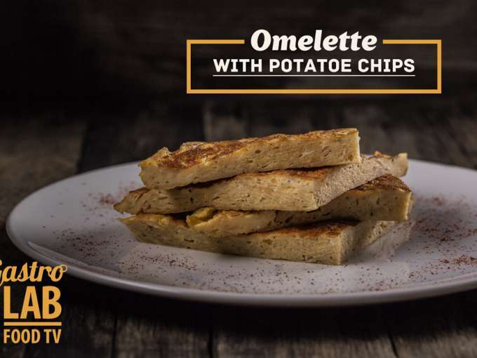 Omelette with potato chips