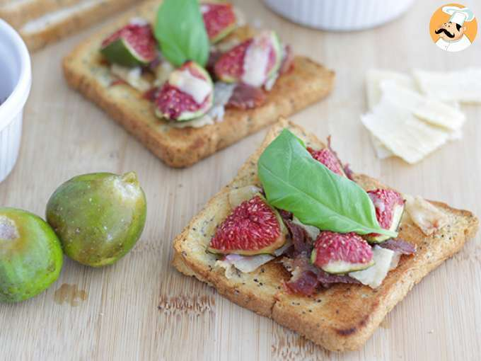 Bruschetta with figs, parmesan and proscuitto - video recipe !