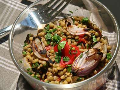 Recipe Lentil salad with red peppers and baked onions