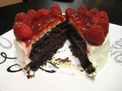 Recipe Chocolate cake with raspberry & ganache filling