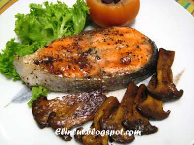 Recipe Pan fried salmon steak with red wine sauce