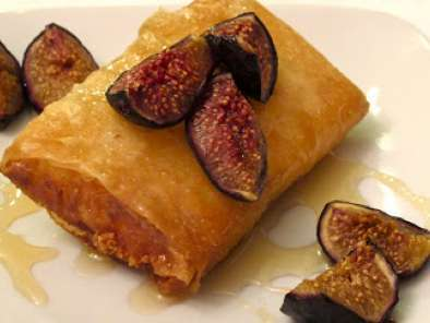 Recipe Feta wrapped in phyllo dough with honey and roasted figs
