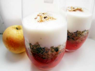 Recipe Proud parents and breastfeeding-safe apple pear cranberry parfait