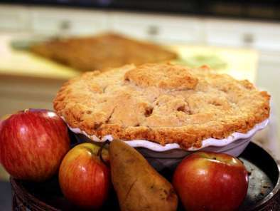 Recipe Spiced apple and pear pie