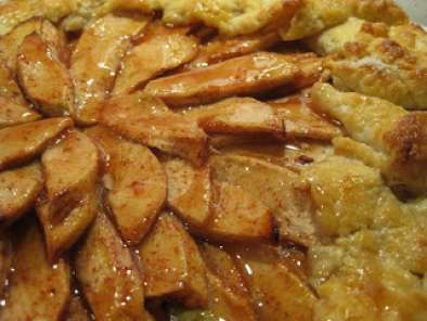 Recipe Apple galette with cinnamon cream cheese