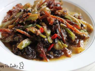 Stir fry bitter gourd with canned fried dace in black bean sauce