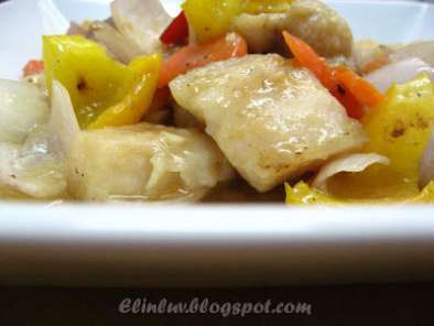 Recipe Stir fry dory with yellow capsicum & red onion peels