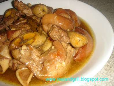Recipe Estopado - pata (pork knuckle braised in pineapple juice)