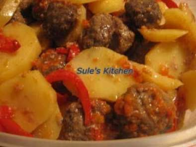 Recipe Oven baked meatballs with potatos (firinda kofte patates)
