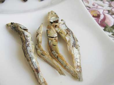Recipe Pomegranate-infused toasted anchovies