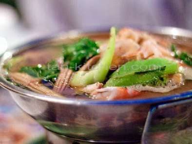 Recipe Kang liang koong sod (thai spicy mixed vegetables soup with fresh prawns)