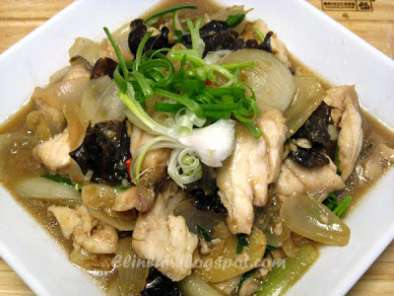 Recipe Stir-fried garoupa fillets with jelly mushrooms/ wood ear fungus