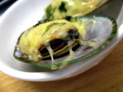 Recipe Baked nz mussels with garlic, cheese & dills