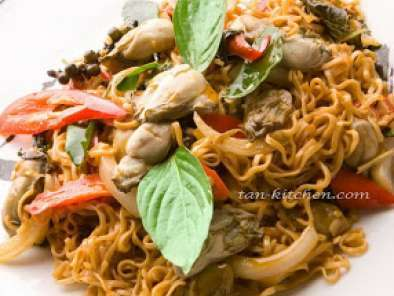 Recipe Stir fried sizzle instant noodle with oyster (pad cha mama kab hoi nang rom)