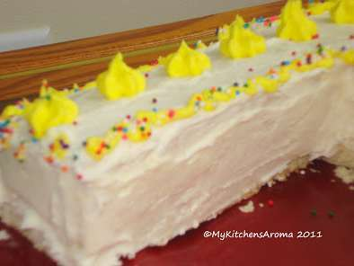 Recipe sweet treats - vanilla sponge cake with butter-cream frosting
