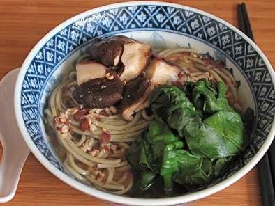 Recipe A quick and easy soup {miso soup with soba noodles or mung bean noodles}