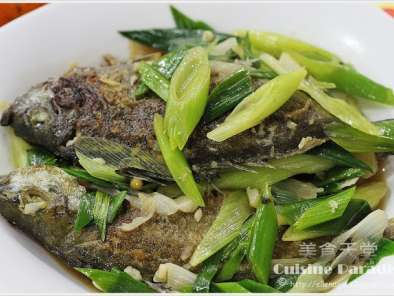 Recipe Pan-fried white spotted rabbitfish with leeks