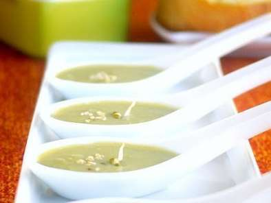 Recipe Nutritious asparagus soup with lemon sauteed tips