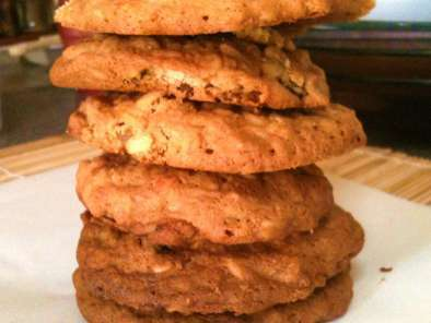 Recipe Cheesy pineapple raisin oatmeal cookie