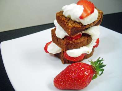 Recipe Gingerbread mini loaves with strawberry butter roly poly