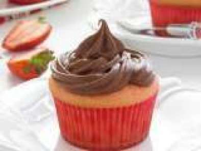 Recipe Strawberry Cupcakes With Sour Cream Chocolate Frosting