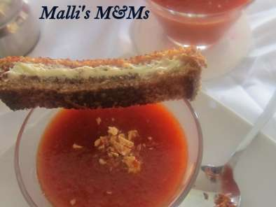 Recipe Roasted red pepper soup with grilled cheese