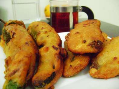 Recipe Kaya baji (batter fried raw banana) and mulakku baji (batter fried green pepper)