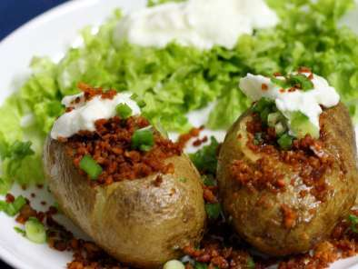 Jacket potatoes with chicken mince