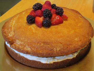 Recipe Mascarpone-filled cake with sherried berries (visit site)