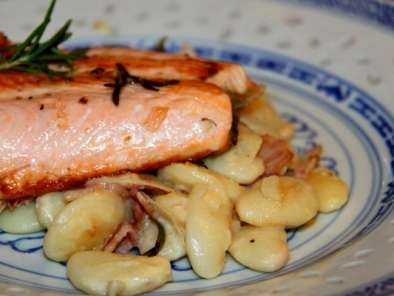 Recipe Fried salmon on white beans