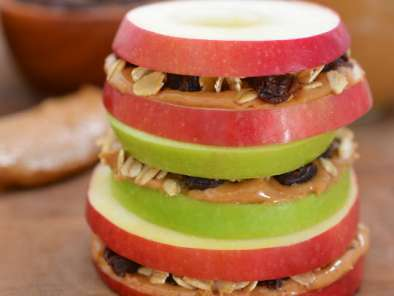 Recipe Apple sandwiches with granola and peanut butter