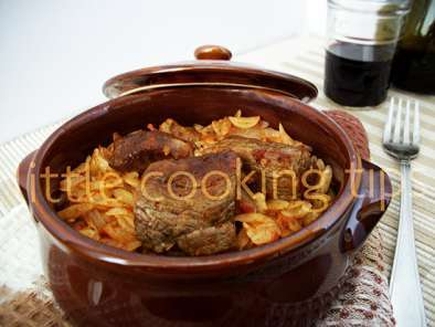 Greek traditional pasta beef casserole (giouvetsi)