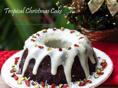 Tropical christmas fruit cake with raw pleasure frosting