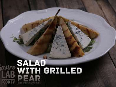 Recipe Salad with grilled pear, blue cheese and walnuts