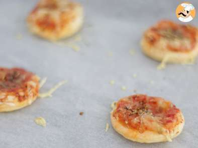 Recipe Simple mini pizzas - video recipe !
