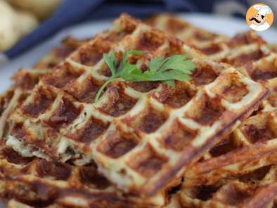 Recipe Bacon and cheese potato waffles - video recipe !
