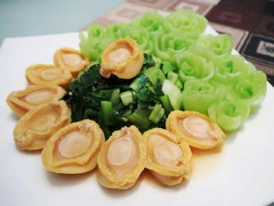Recipe Baby abalone with bok choy + vegetable flowers tips!