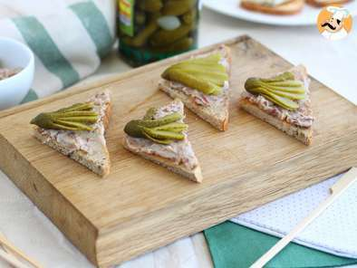 Recipe Paté and pickles toast