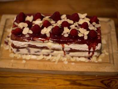 Recipe Raspberry tiramisu cake log