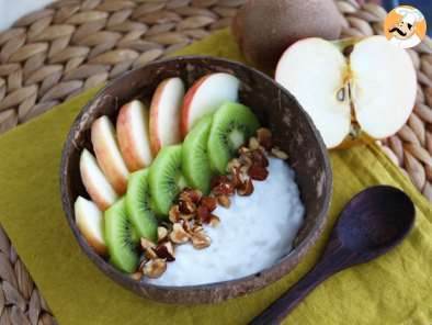 Recipe Vegan bowl with coconut milk yogurt, fruits and nuts